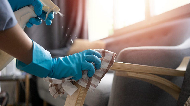 cómo desinfectar sillones y muebles de tela
