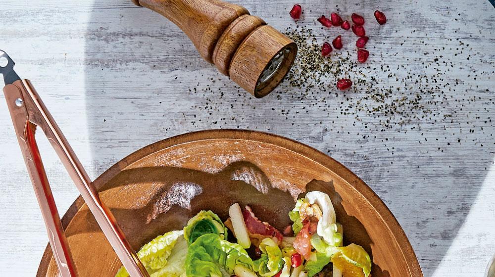 Ensalada de salmón con dátiles y granada