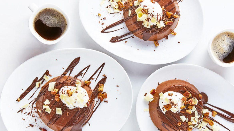 Flan de chocolate con nuez y crema