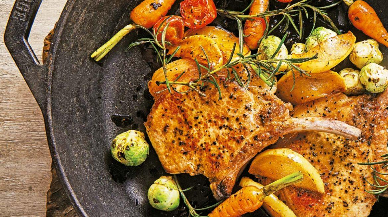 Chuletas de cerdo con verduras