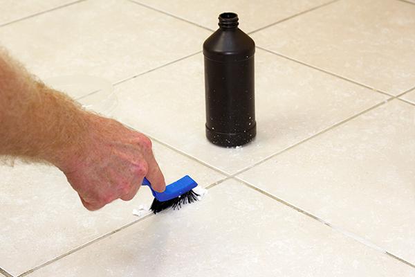 agua oxigenada para eliminar el moho