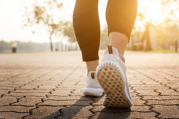 caminata para bajar de peso