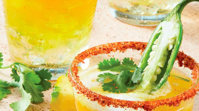 jugo de piña, mezcal y chile serrano