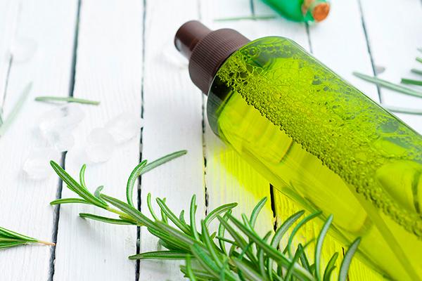 tónico con aceite de romero