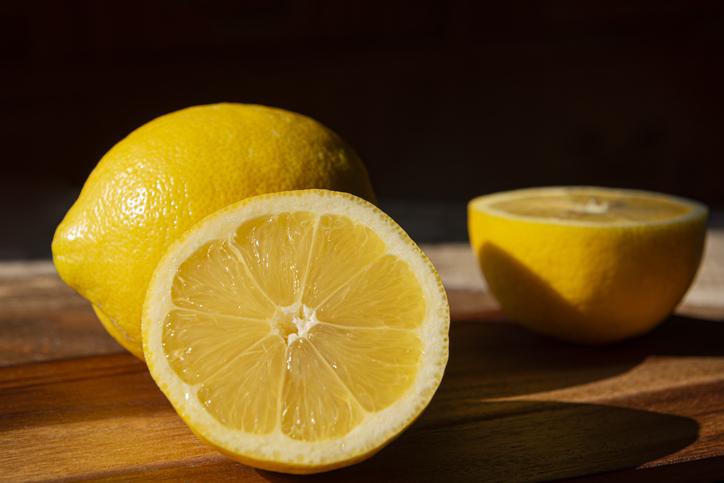 como alejar las malas vibras del hogar con limon