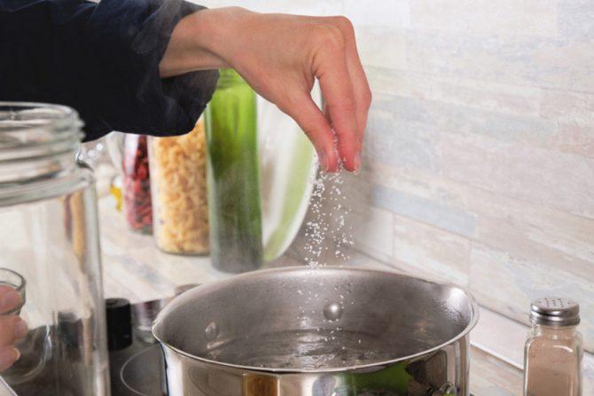 Cuánta sal se puede consumir al día