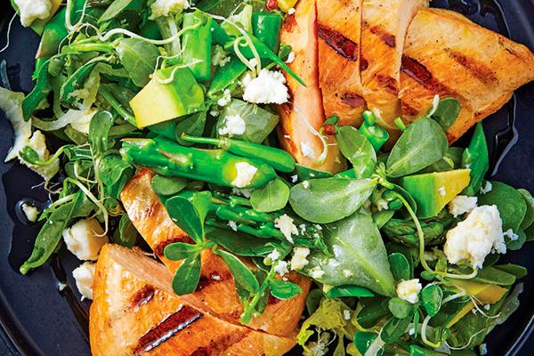 Recetas de cocina, recetas de comida: ensalada de pechuga de pollo con verdolagas y espárragos