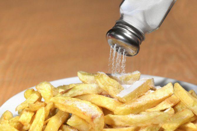¿Por qué es malo consumir sal?