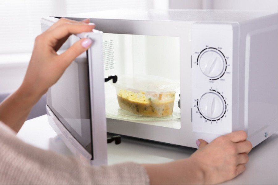 Qué recipientes se pueden meter al microondas y cuáles no