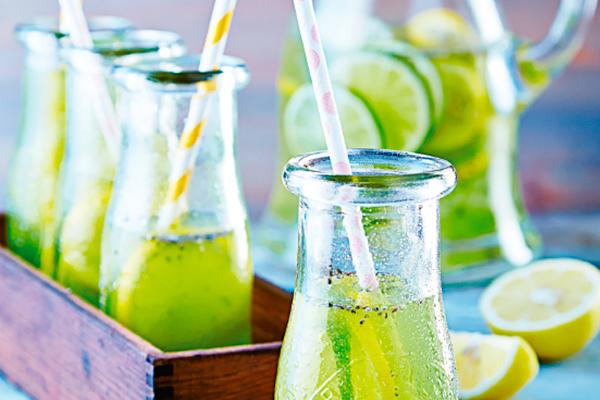 Recetas frescas: agua de limón con chía