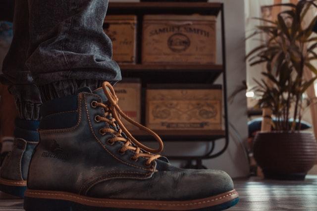 como evitar mal olor en tus zapatos