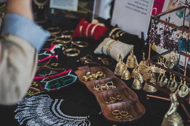 como limpiar joyas de oro con productos caseros