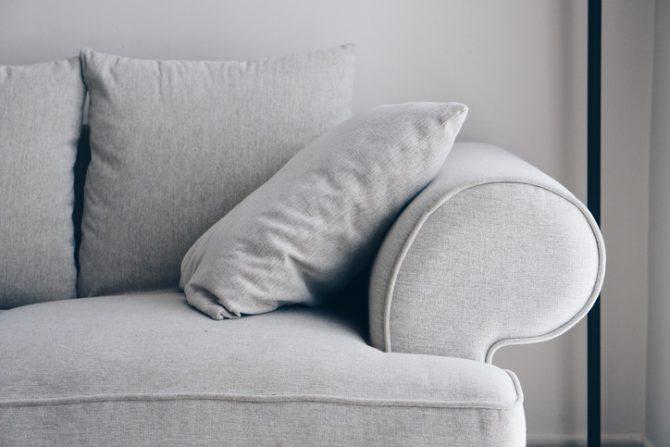 como limpiar muebles de tela con bicarbonato y vinagre