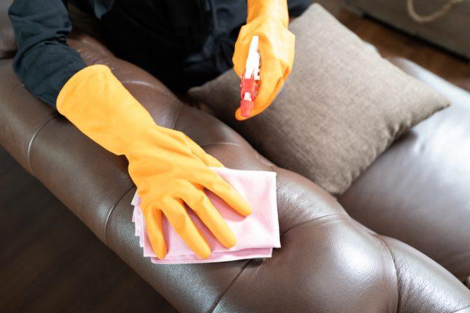 como limpiar un sofa de piel con aceite de oliva