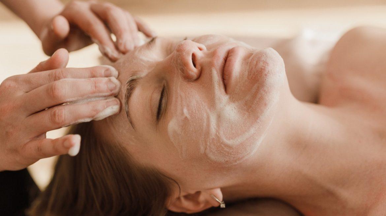 ¿Cómo hacer una mascarilla de bicarbonato para el acné?