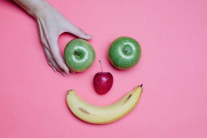 Platano y manzanas