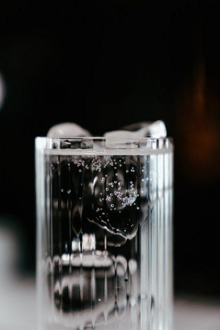 que pasa en tu cuerpo si tomas mucha agua mineral