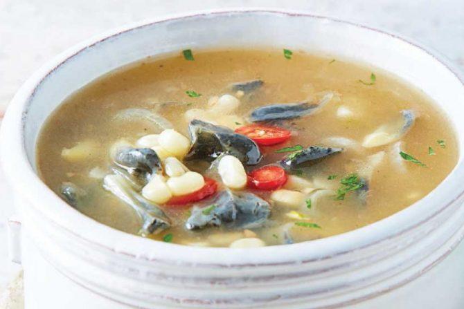 Sopa de elote con huitlacoche