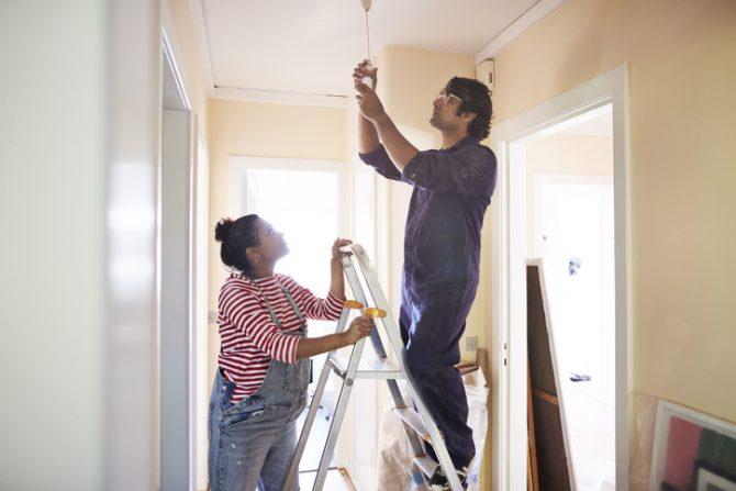 como ahorrar luz en la casa de forma práctica y sencilla
