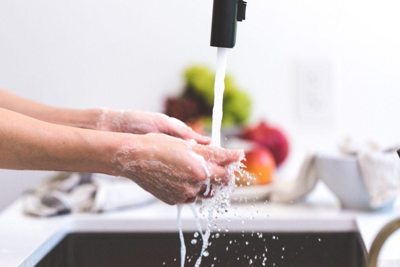 cómo quitar los malos olores en las manos con productos naturales