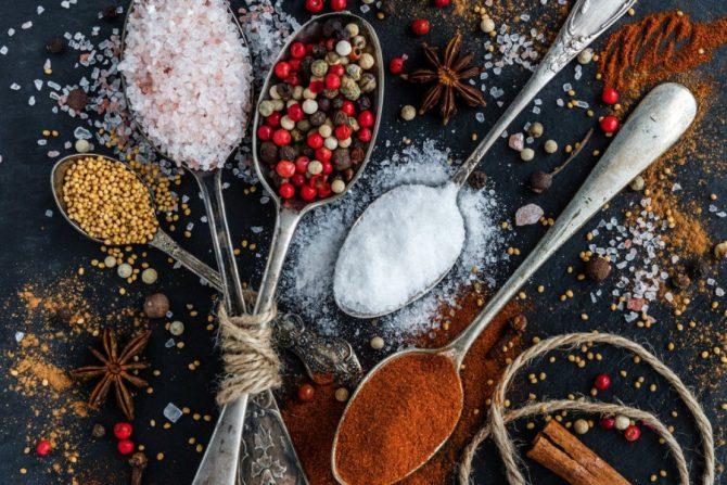 Por qué es malo comer sal