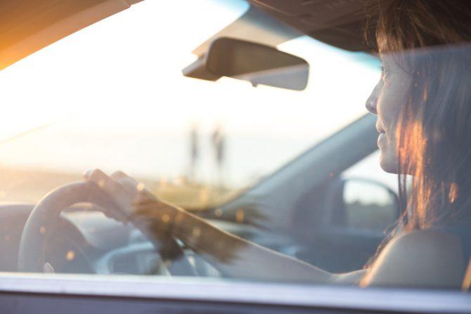 consejos para eliminar malos olores del carro con bicarbonato