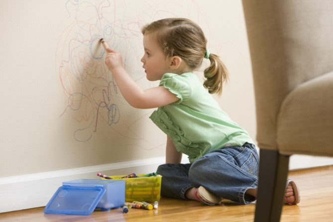 remedios caseros para quitar manchas de crayola en las paredes