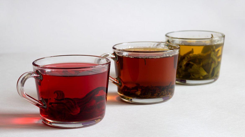 Té rojo, verde y negro