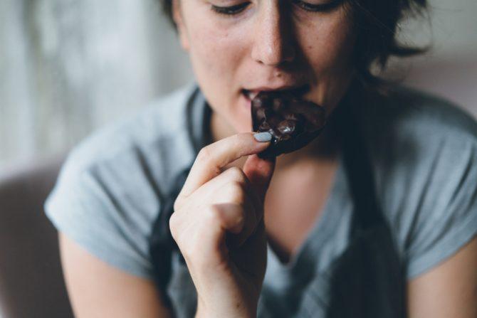por qué comer chocolate en las mañanas es sano