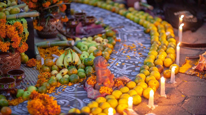 Qué significan las frutas en el altar de muertos